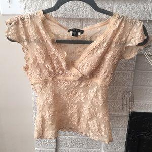 Lace crop top ⭐️5/$20
